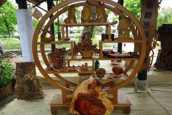 Làng đồ gỗ mỹ nghệ Kim Bồng