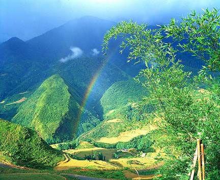 Khung cảnh núi Gia Lan vừa có nét trung du lại vừa hùng vĩ tráng lệ