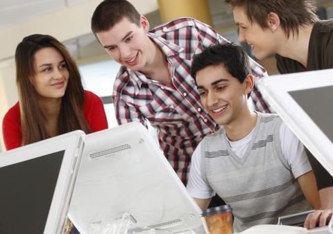 Lựa chọn việc làm it cho sinh viên mới ra trường
