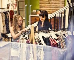 Việc làm bán hàng buổi tối bán quần áo và những khó khăn mang lại