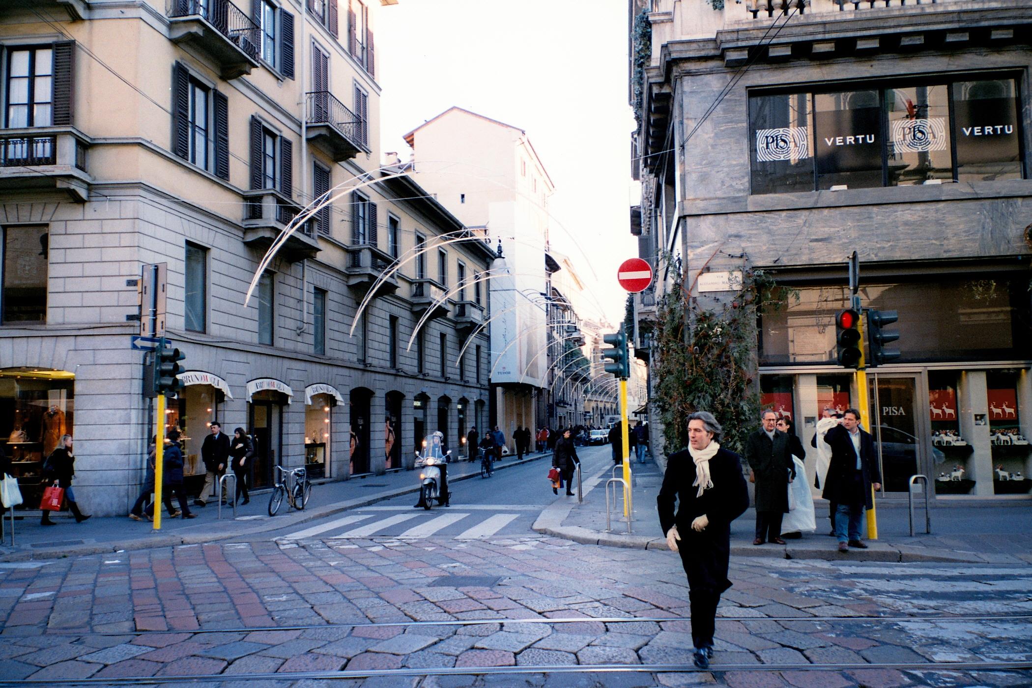 Những con phố nổi tiếng hút khách du lịch