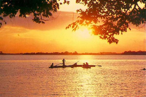 Khám phá vẻ đẹp lãng mạn thơ mộng của Hồ Tây Hà Nội