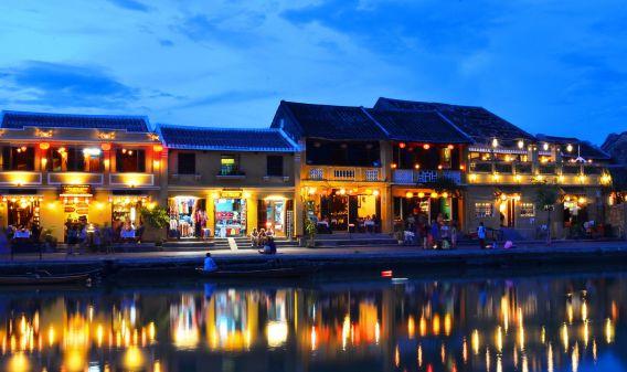 Săn vé máy bay đi Huế giá rẻ, đến thăm kinh thành thật sự của Việt Nam.