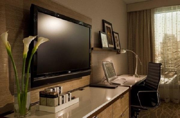 Lau chùi màn hình TV và những điều lưu ý
