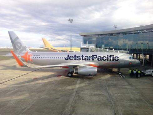 Book vé máy bay giá rẻ với Jetstar