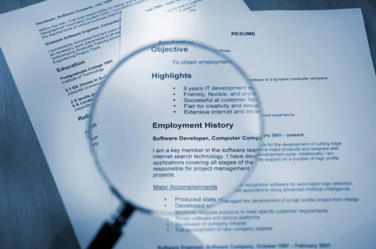 Những điều khoản bạn nên chú ý khi kí hợp đồng thử việc