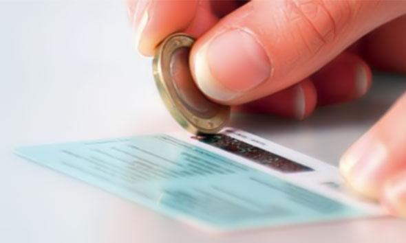 Làm sao khi chưa nạp tiền điện thoại mà thẻ cào đã bị hỏng?